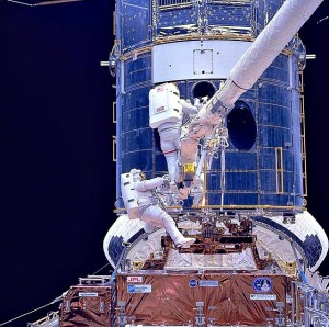 640px-Upgrading_Hubble_during_SM1